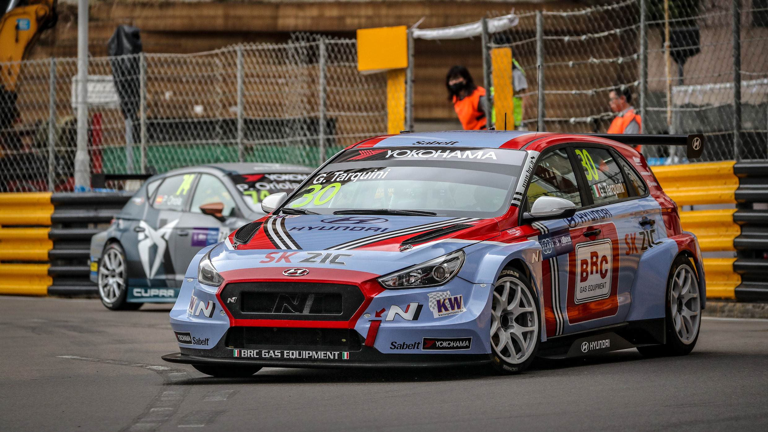 Gabriele Tarquini Wins The 2018 Wtcr Title At Macau As Guerrieri Wins Last Race Touringcartimes